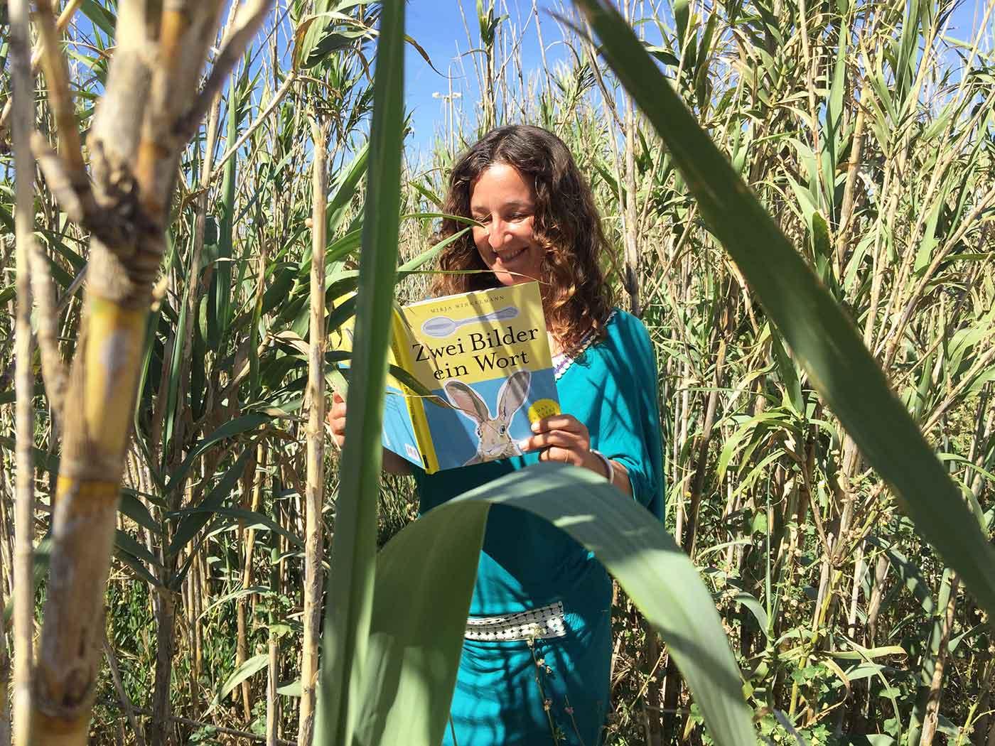 Mirja Winkelmann mit ihrem Teekesselchenbuch Zwei Bilder ein Wort